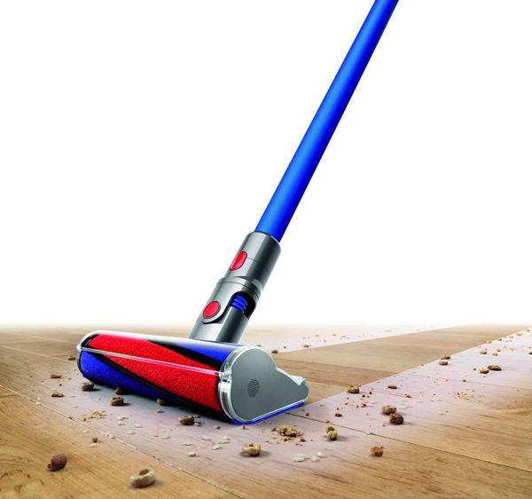 dyson v7 pavimento parquet pulizia