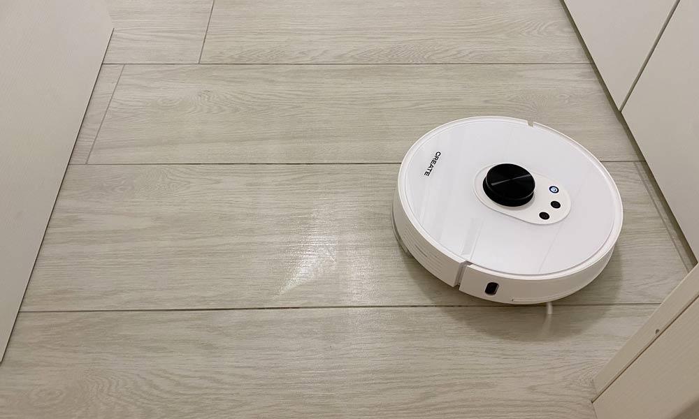 Create LS27 durante il lavaggio dei pavimenti