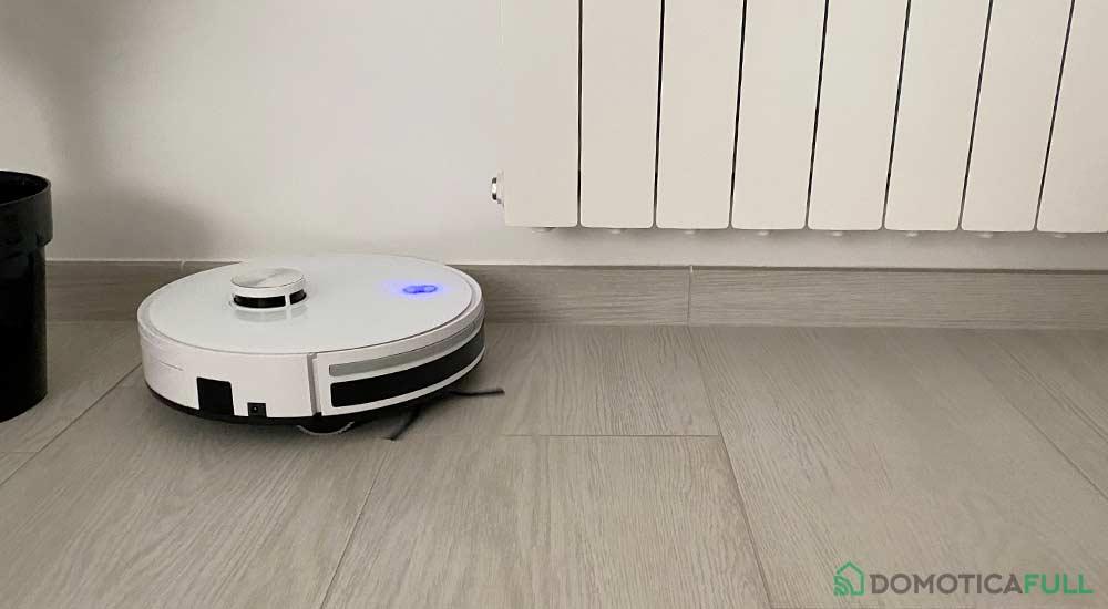 Robot aspirapolvere iCobra in azione