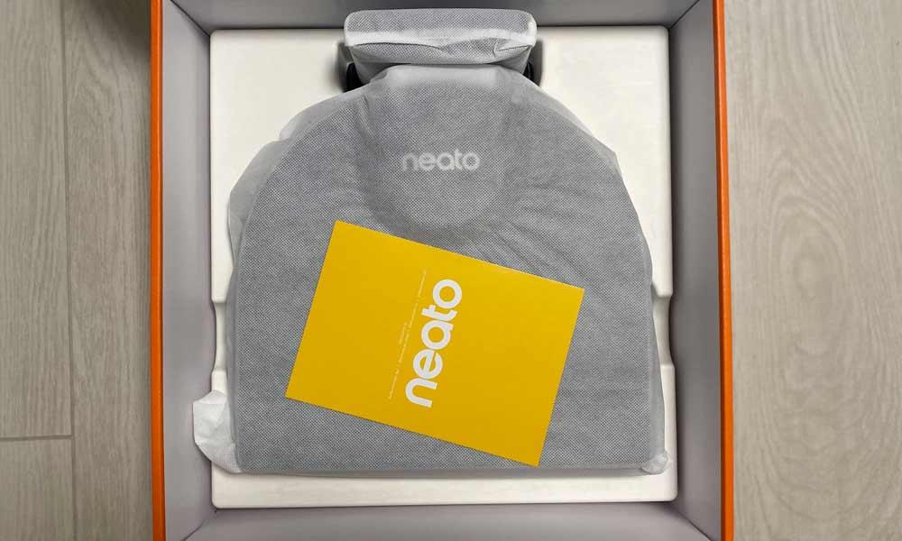 Unboxing Neato D8