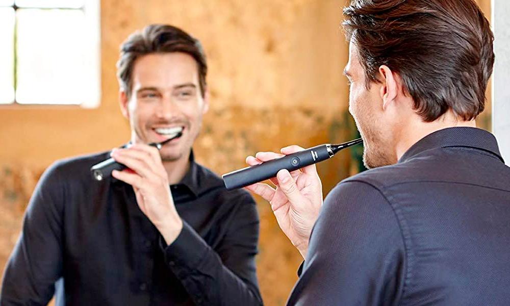Uno spazzolino elettrico in funzione